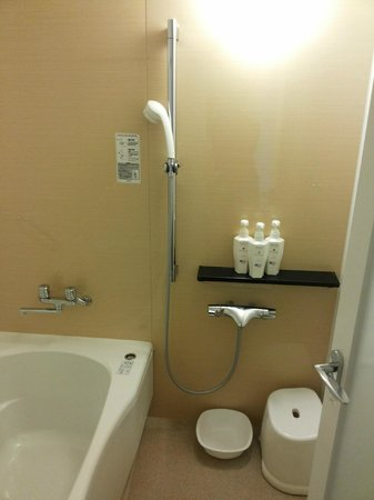 Hotel Rocore Naha: very nice shower separate from bathtub