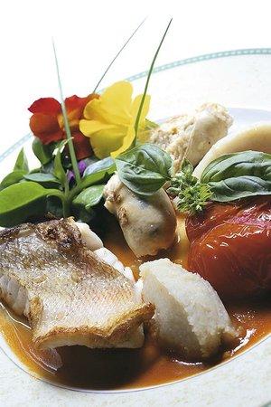 Hotel Bois Joli : Filet de bar et tomate confite