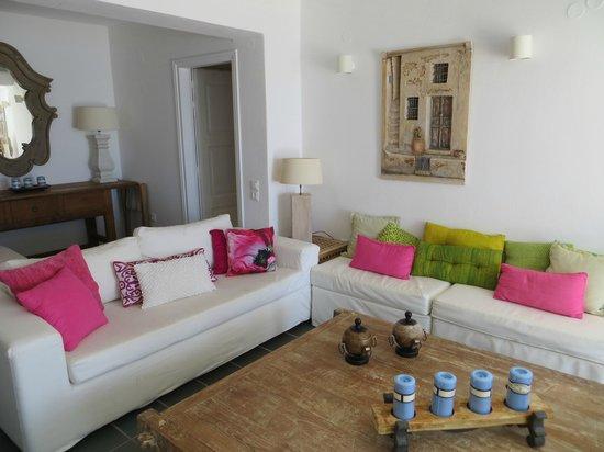 Aqua Luxury Suites: Wohnzimmer