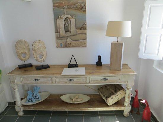 Aqua Luxury Suites: Detail im Wohnzimmer