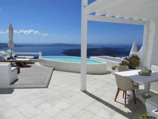 Aqua Luxury Suites: grosszügige Terrasse
