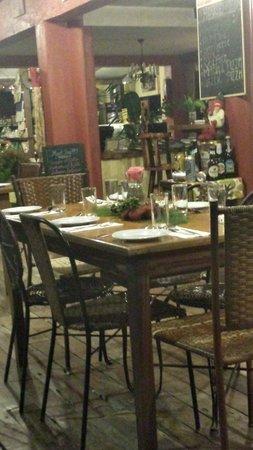Chateau Hestia Garden Restaurant & Deli : Simple yet elegant