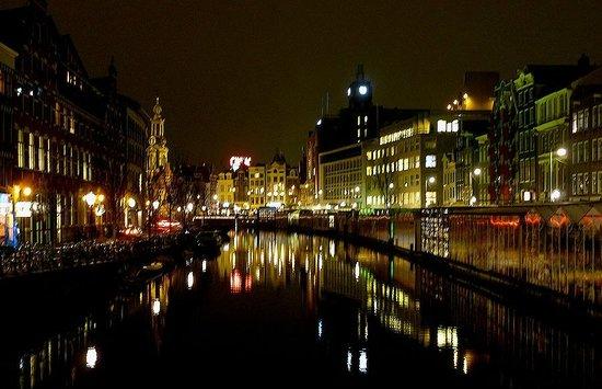 Rho Hotel: Amsterdam at night