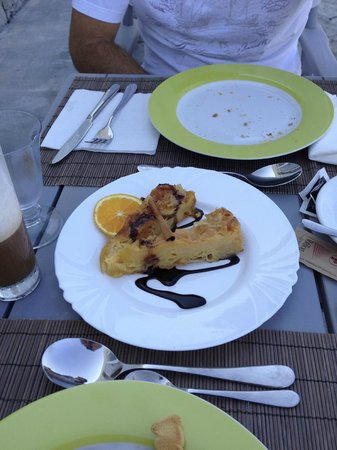 Miland Suites: Amazing home made orange-pie! Each day a different home made dessert for breakfast!