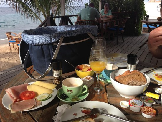 Scuba Lodge & Suites: Breakfast