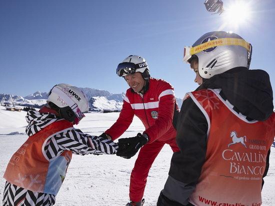 Cavallino Bianco Family Spa Grand Hotel : Private children Ski School