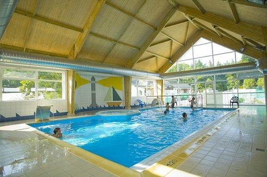 Arradon, Frankrig: piscine couverte et jacuzzi