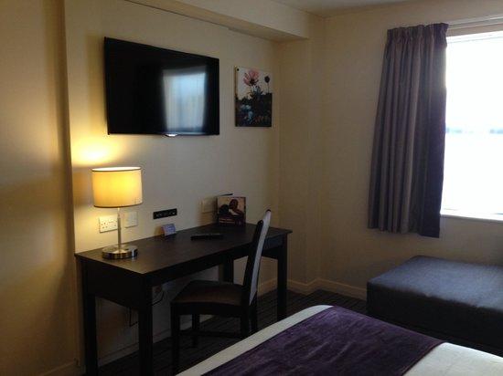 Premier Inn Stirling City Centre Hotel: Bedroom interior