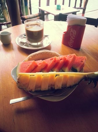 Sincere Guesthouse: tasty fresh fruits and good coffee