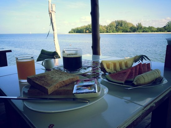 Sincere Guesthouse : starting the day with a nice breakfast with view