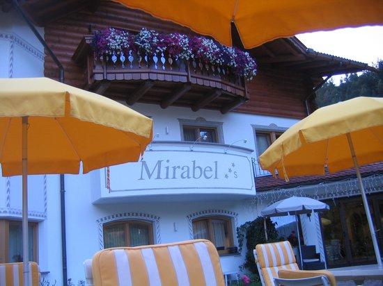 Mirabel: Entrata Garnì