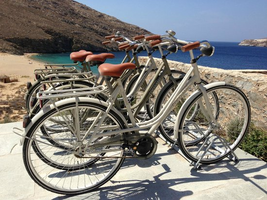 Coco-Mat Eco Residences Serifos: Some free to use bicycles of the hotel