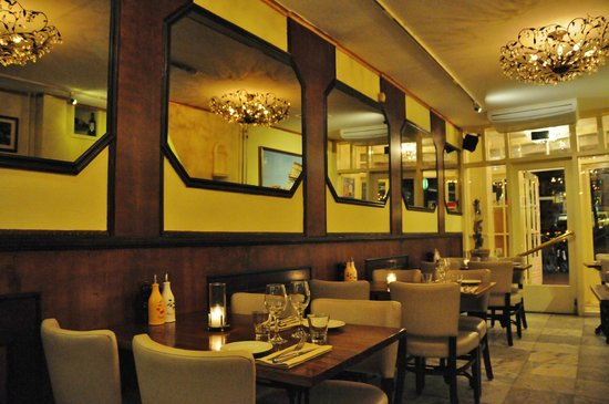 Ristorante Savini: not too crowded when we first got there
