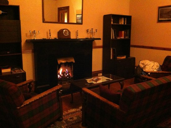 Columba House Hotel: fireplace