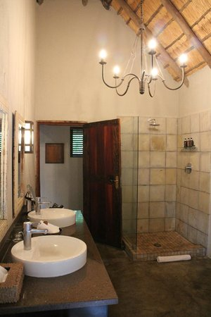 Ulusaba Rock Lodge: Master suite - Bathroom