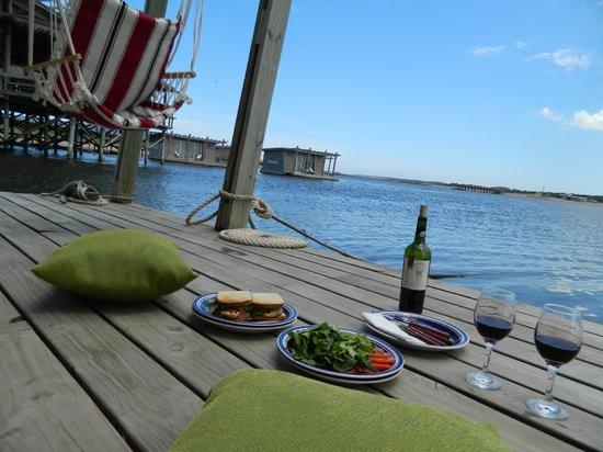 Almuerzo improvisado en el deck
