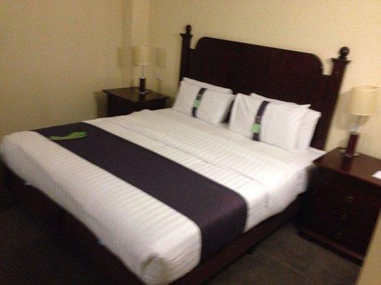 Holiday Inn East Kilbride: Bed