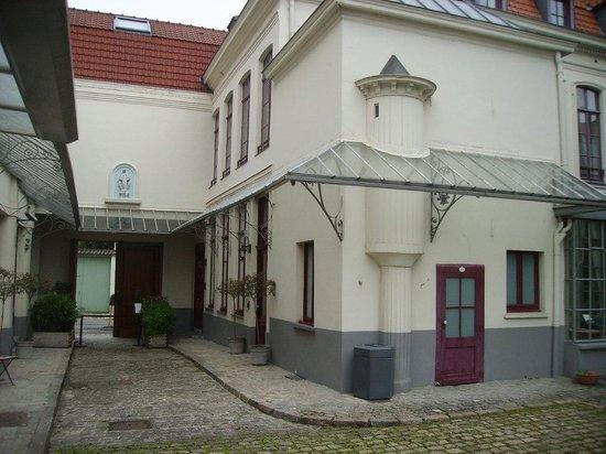 Le Musee de la Maison Natale de Charles de Gaulle : Courtyard