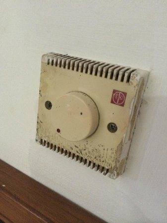 Hotel Kolekta: Dirty switch - who dares to touch it?