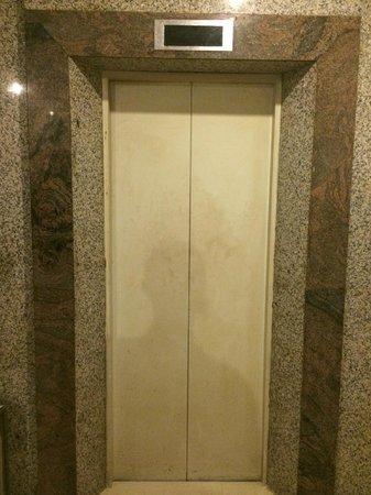 Hotel Kolekta : Lift that doesn't work