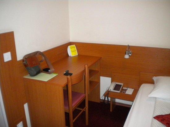 Hotel Park - Urban&Green: La scrivania della camera
