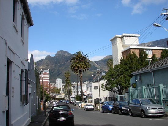 Cape Town Backpackers: Beautiful view from the cross streets of the hostel