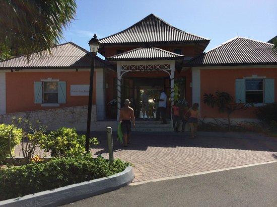 Ports of Call Resort: Entrance