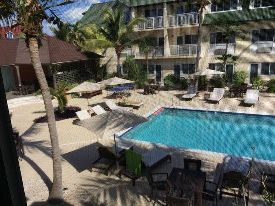 Ports of Call Resort: Pool and Bar