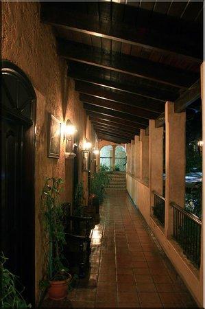 Posada de Don Antonio: hallway