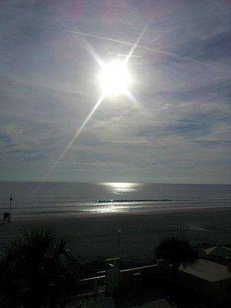 Beach Quarters Resort: Late morning sunrise