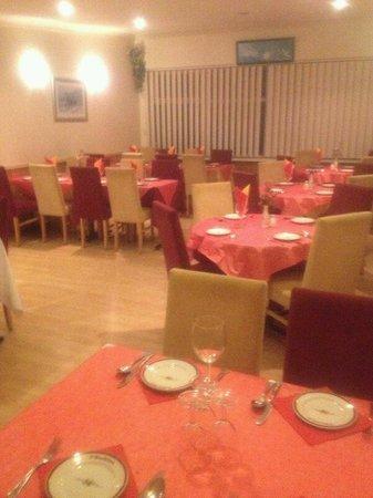 Madiha: Party room