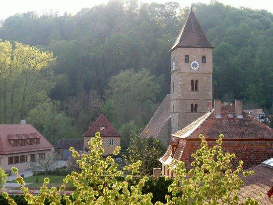 Hotel-Gasthof Schwarzes Lamm : Vista sulla chiesetta da stanza albergo