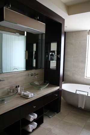 One&Only Cape Town: Junior Suite - Bathroom