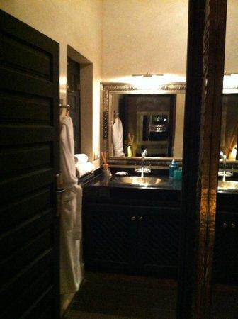 Ryad Amiran: bagno stanza Zaffiro