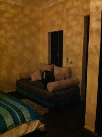 Ryad Amiran & SPA: divanetto stanza Zaffiro