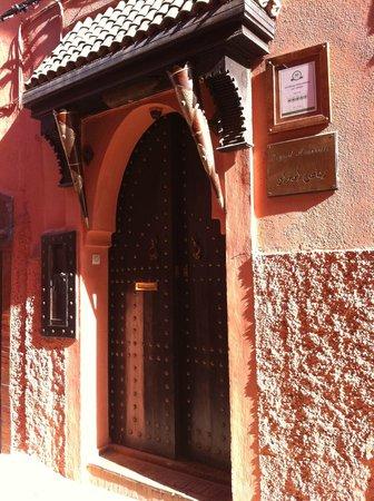 Ryad Amiran & SPA: Portone di ingresso