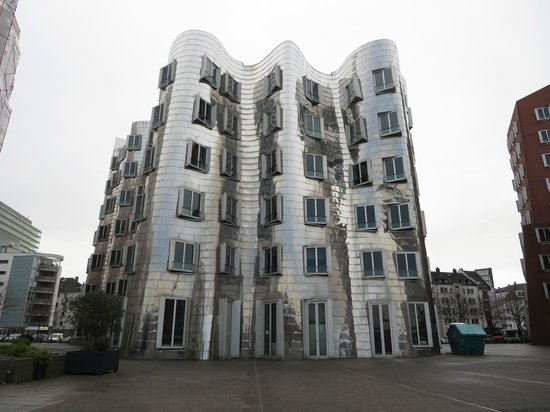 MedienHafen: Middle Gehry building