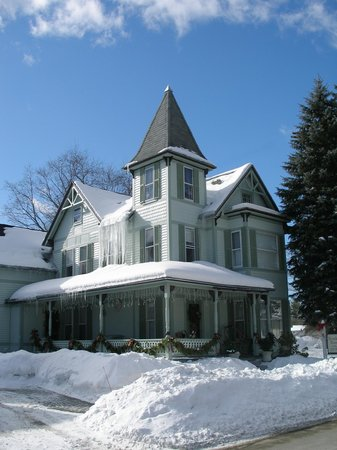 Henniker House: We love winter!