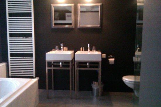 Bij Tijn op de Gracht: badkamer