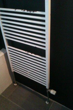 Bij Tijn op de Gracht: roestige radiator