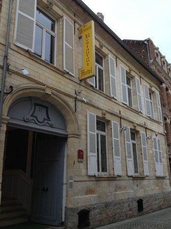 Hotel Restaurant Le Prieure : Hotel Entrance 2