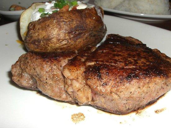 Outback Steakhouse: アウトバック グアム - ステーキ&ベイクドポテト