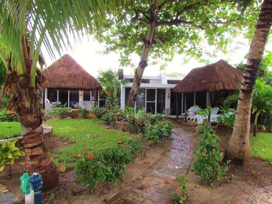 Las Casitas Akumal: Our casita. The front yard and cabana.