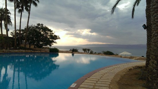 Movenpick Resort & Spa Dead Sea: main pool