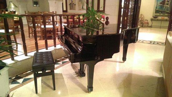 Movenpick Resort & Spa Dead Sea: piano from the Al Khayyam bar