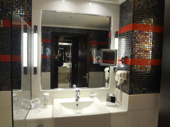 Crowne Plaza Hotel - Athens City Centre: Bathroom - Standard room