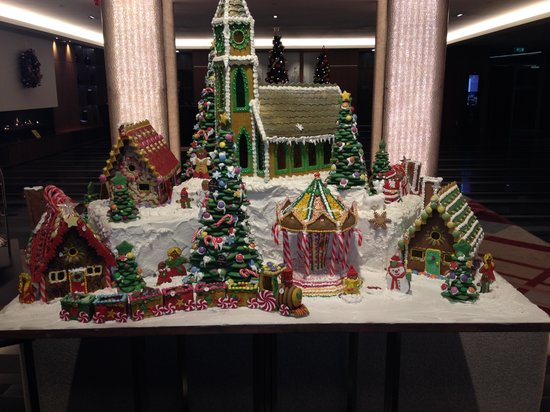 Sheraton Grand Hotel & Spa: Edible Christmas display in reception
