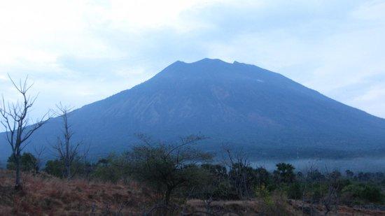 Bali Spark Resort: вид на вулкан Агунг