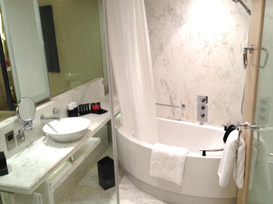 Media One Hotel Dubai : R1815