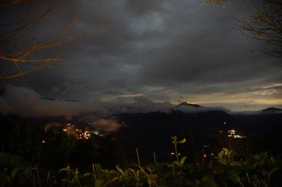 Conjugal Love B&B - La La Mountain: evening view